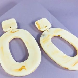 CLOSET REHAB Jewelry - 🆑 Open Oval Drops in Off-White